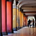 il portico di destra di via Fondazza, direzione via Santo Stefano